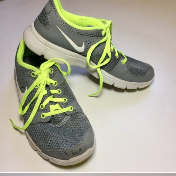 9eb65e6d60 ... good final pricenike shoes gray neon shoes running 4188d 3d3a1